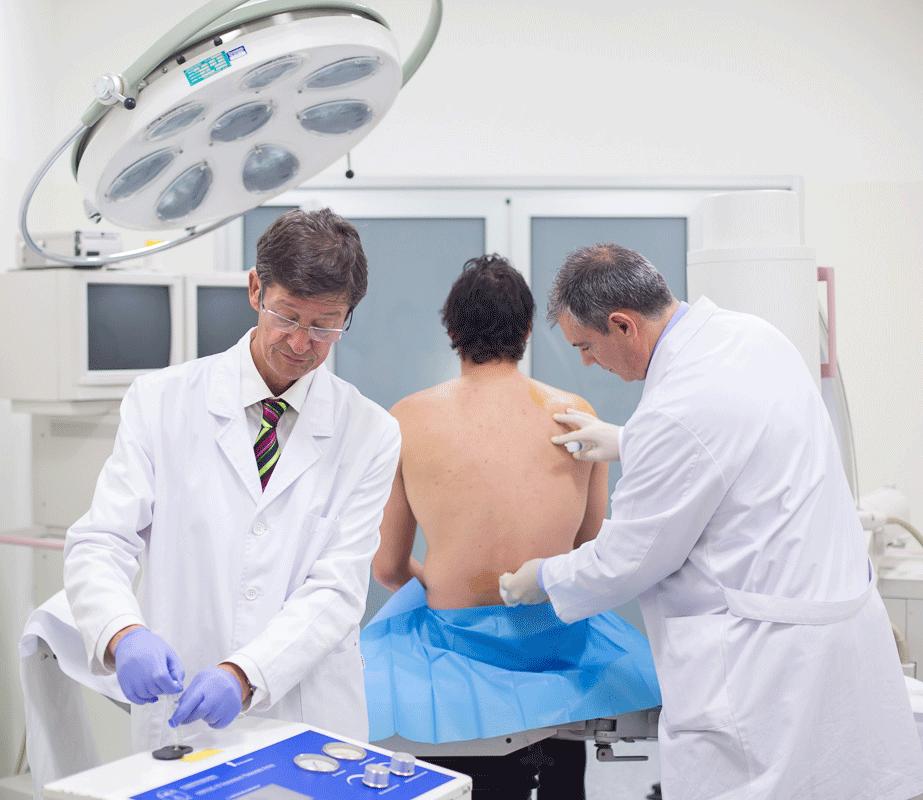 Dr Alberto Camba y Dr Enrique Freire Dolor Coruña Unidad de tratamiento del dolor